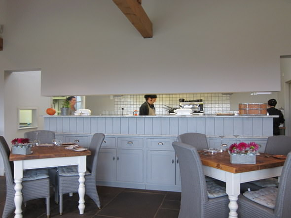 Corpulent Capers: The kitchen at Toi et Moi is partially visible, but chef has a good view of the dining room.